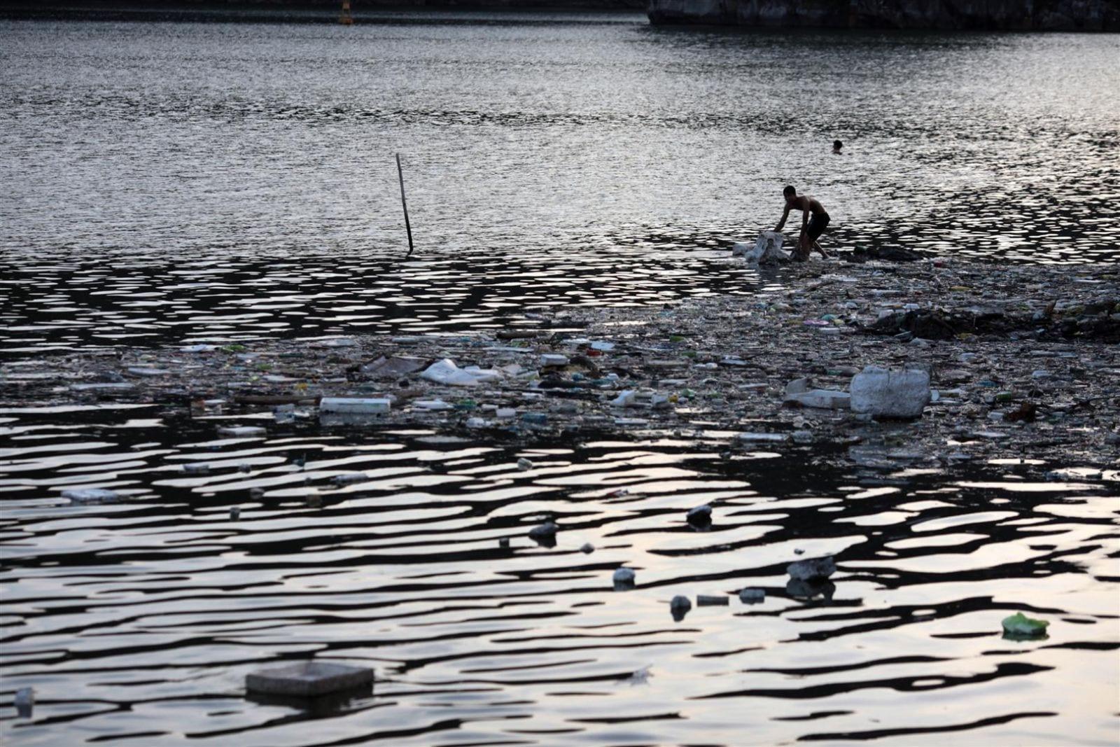 Phân tích các nguyên nhân chính gây ô nhiễm môi trường nước