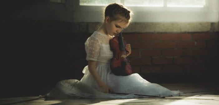 bé học nhạc