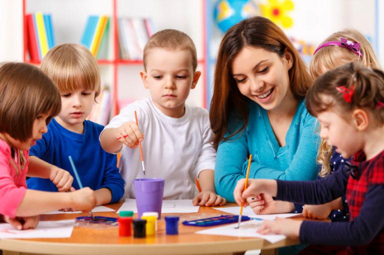 3 cách kích thích trẻ hoạt động trong giờ dạy vẽ
